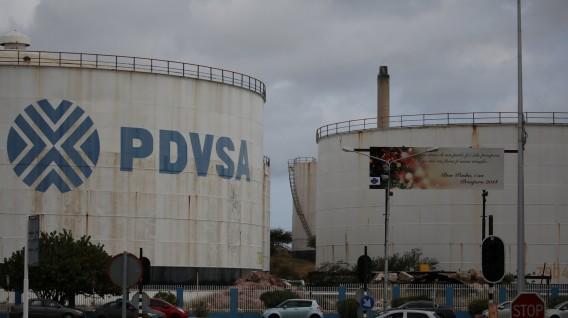 Venezuela compra combustible