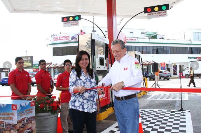 Petroperú inauguró dos islas express