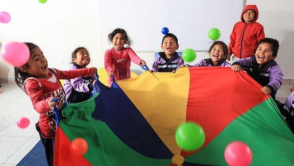 camisea-celebra-la-educacion-con-los-ninos-de-mo-850632-463605-jpg_604x0